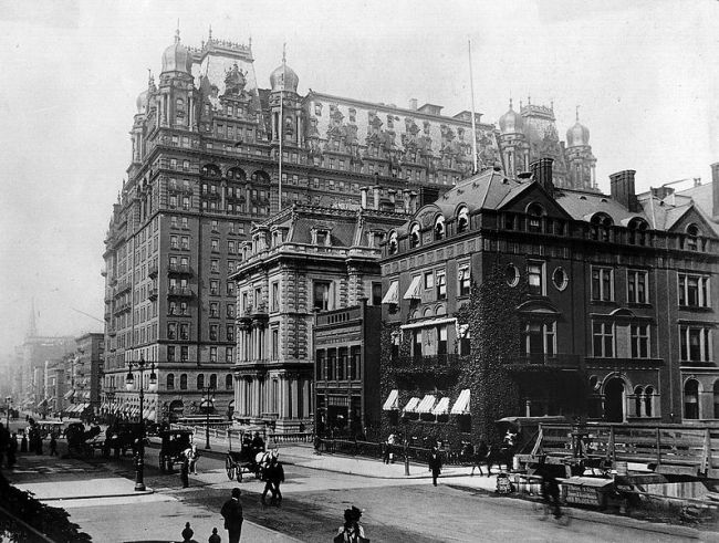 Waldorf Astoria New York 1899. Izvor: Wikipedia/Parpan05